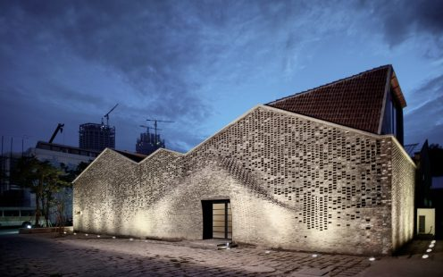 "Pond Society; Brick Award 2020 Category ""Building Outside The Box""; Architects: Archi-Union Architects, Photo:  Bian Lin"