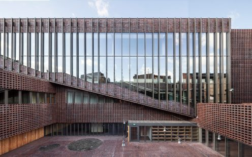 "University of Silesia Faculty of Radio and Television; Brick Award 2020 Category ""Sharing Public Spaces""; Architects: BAAS Arquitectura, Grupa 5 artchitekci, Maleccy biuro, Photo:  Adrià Goula"
